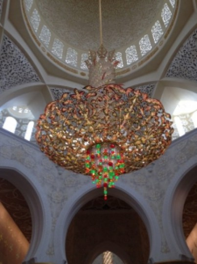 The amazing chandelier at the Sheikh Zayed Mosque. Photo by Ana Ribeiro.