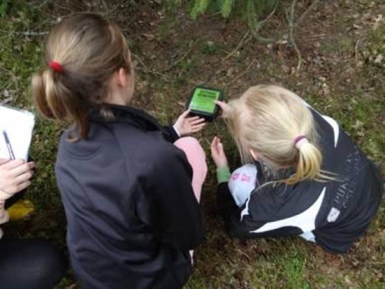 Leirikoulun omat kätköt ovat käyetttävissä kun ohjelmassa ovat GPS-leitteet ja muut välineet Geokätköilyn merkeissä