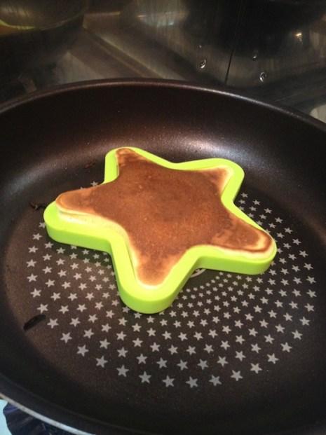Ça donne faim ! Mais pour sortir le pancake du moule sans se bruler ....