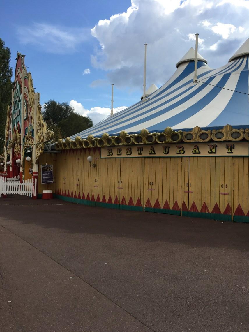 Parc Astérix Le cirque 2.jpg
