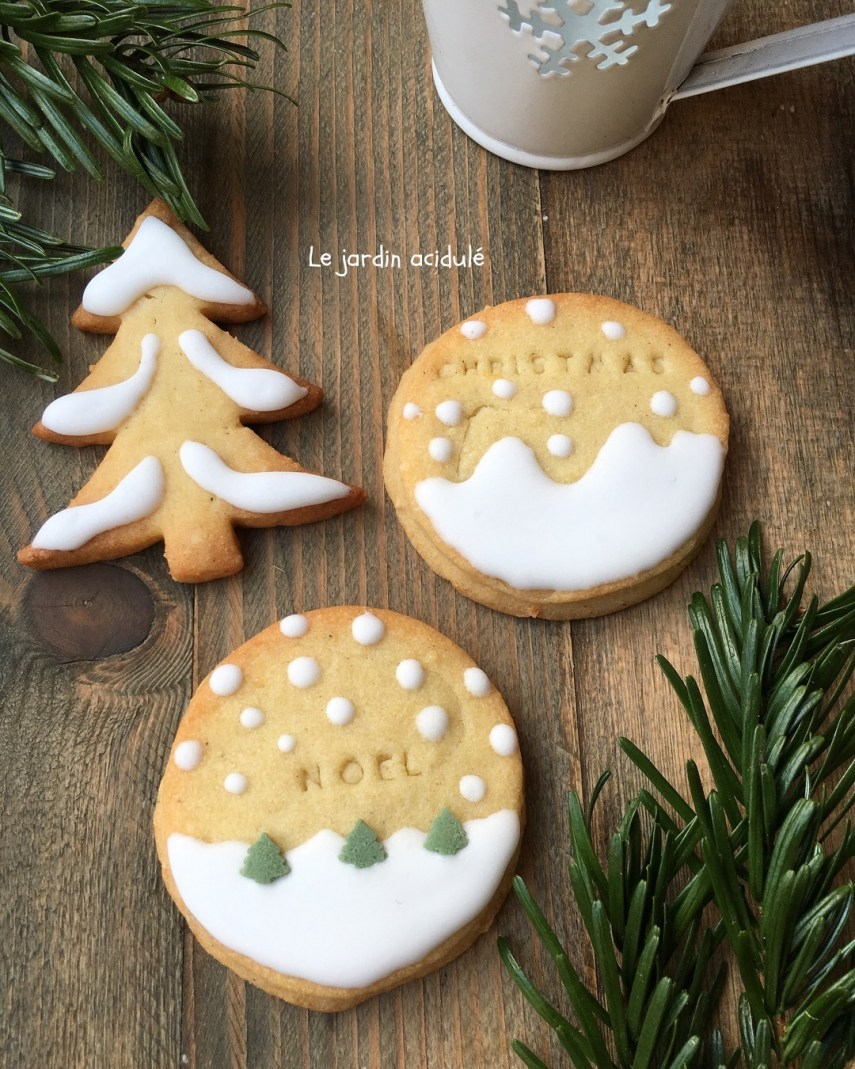 Biscuits de Noël, glaçage blanc