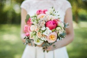 Le Jardin d Audrey_paris_wedding_florist_coral bridal bouquet