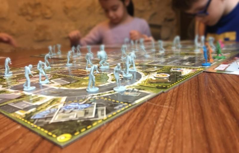 Zombie 15 , le jeu de société adapté aux enfants ! Animé pour l'anniversaire privatisé