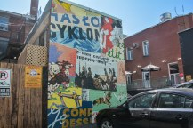«Murs à mots»   Artistes: William Patrick et Adam Sajkowski   Année: 2014   Plus d'infos: http://www.mumtl.org/projets/murs-a-mots-2014/