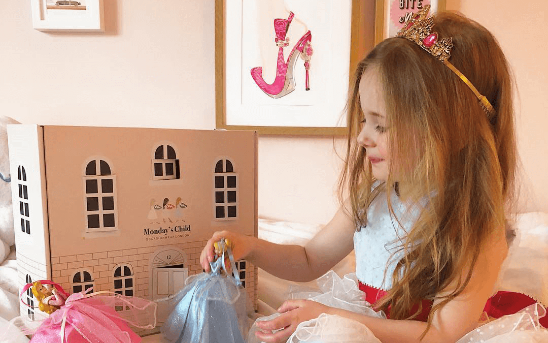 Monday's Child mailer box can be transformed into a dollhouse, extending the life of its packaging. By using multi-use packaging, it aids to the creation of a circular economy.