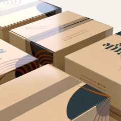 fleet of 300g corrugated boxes sealed with transparent tape and finished with a glossy lamination