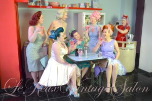 pin-up-vintage-dresses-clothing-50s-style-shop-boutique-cocktails-le-keux-salon