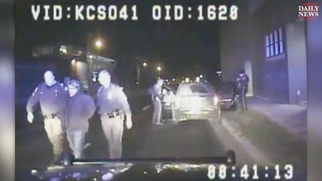 Capture d'écran d'une vidéo de la voiture de la police qui a arrêté Jason Dalton le 21 février 2016 à Kalamazoo