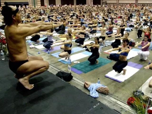 Il y a plusieurs centres «Bikram yoga» au Québec. Leur gourou est dans l'eau chaude.