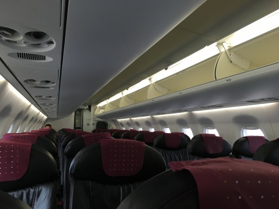 JAL E190機内