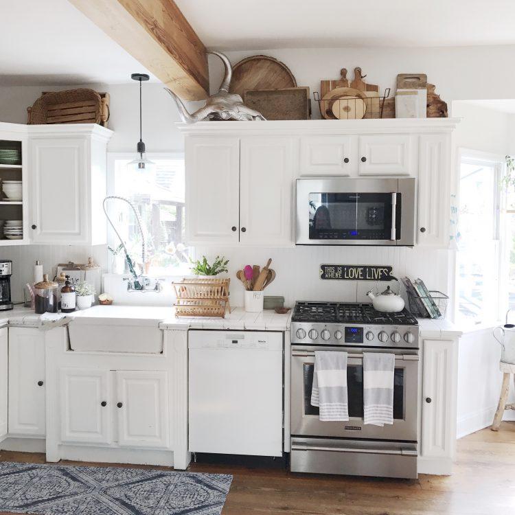 Rustic farmhouse cottage kitchen