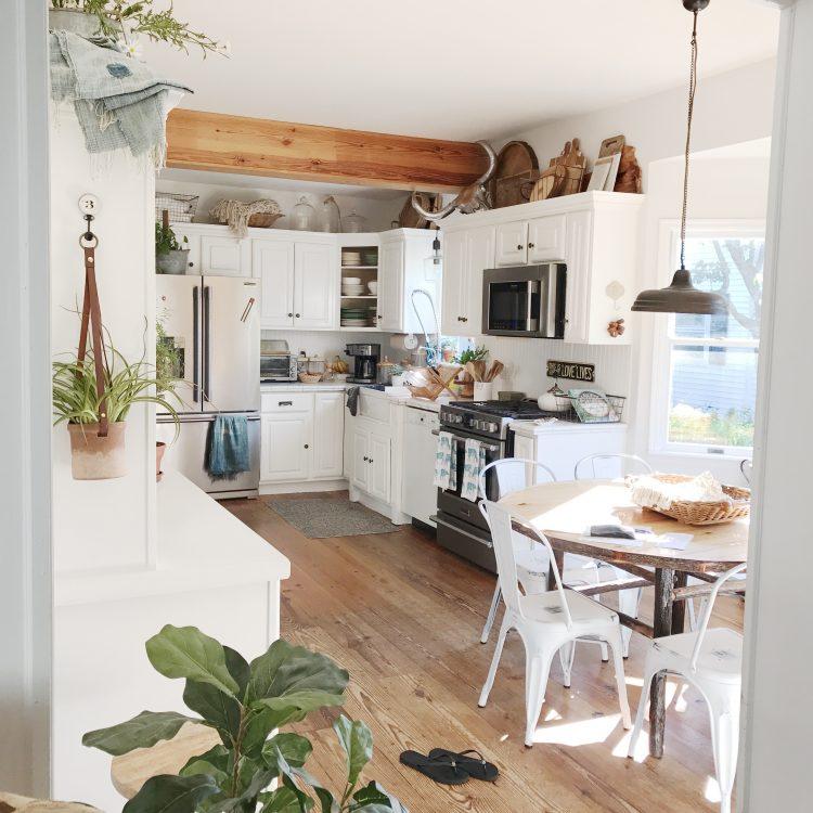 rustic farmhouse eat in kitchen