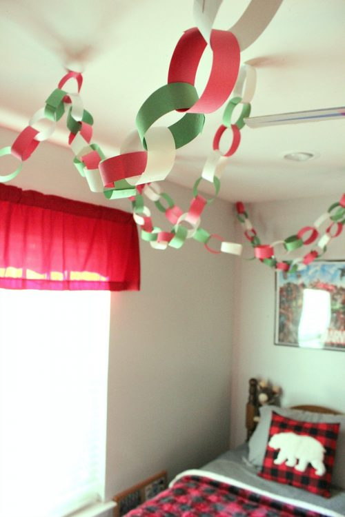 paper chain christmas decor for kids