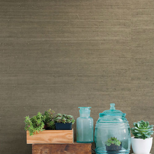2732-65655 Brewster Wallcovering Kenneth James Canton Road Grasscloth Qiantang Grasscloth Wallpaper Grey Room Setting