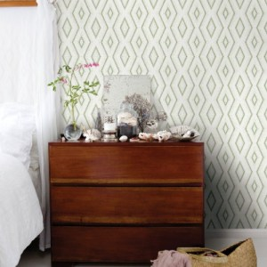 3120-13662 Brewster Wallcoverings Chesapeake Sanibel Sun Kissed Collection Santa Cruz Geometric Wallpaper Green Room Setting
