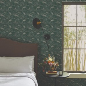RI5104 York Wallcoverings Rifle Paper Co Fable Wallpaper Emerald Room Setting