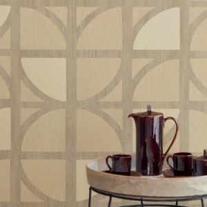 395811 Brewster Wallcoverings Eijffinger Bold Tulip Geometric Trellis Wallpaper Gold Room Setting