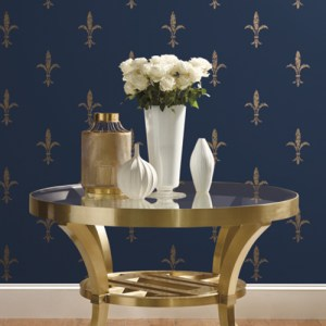 KT2191 York Wallcoverings Ronald Redding 24 Karat Fleur De lis Wallpaper Navy Room Setting