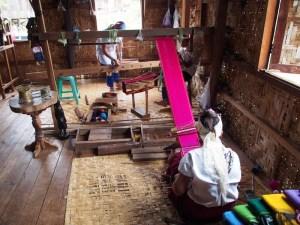 tissage au Myanmar