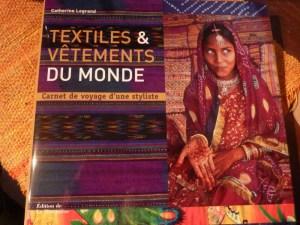 livres textiles et vetements du monde