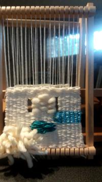 initiation à la tapisserie sur cadre à tisser.Lelientissé