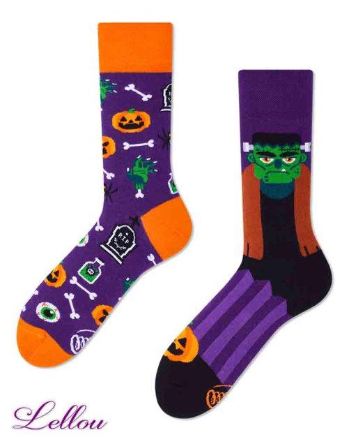 Chaussettes dépareillées Halloween amusantes et drôles. La vie est trop courte pour des chaussettes ennuyeuses! Production Europe