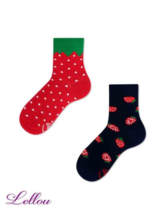 Chaussettes dépareillées Enfant Fraise en coton amusantes et drôles. Petit clin d'œil pour être assorti aux chaussettes des adultes.