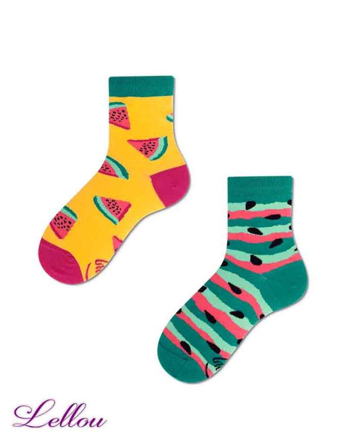 Chaussettes dépareillées Enfant Pastèque en coton amusantes et drôles. Petit clin d'œil pour être assorti aux chaussettes des adultes.