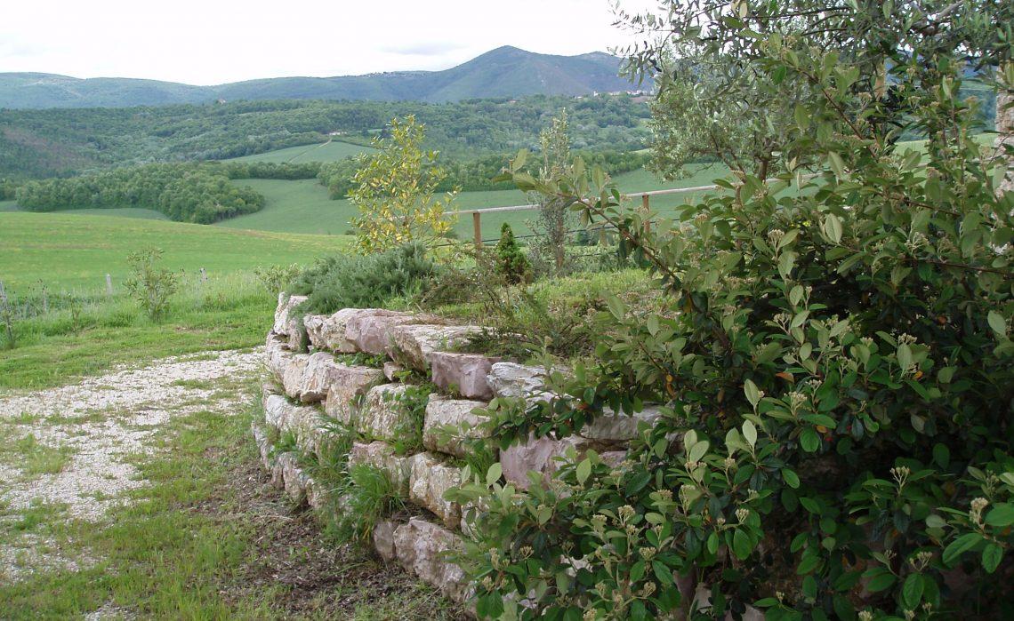 Soggiorno in casale rustico in campagna Umbria  Le logge