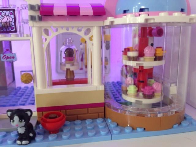 LEGO - LE CUPCAKE D'HEARTLAKE CITY - Référence 41119 (environ 40 €)