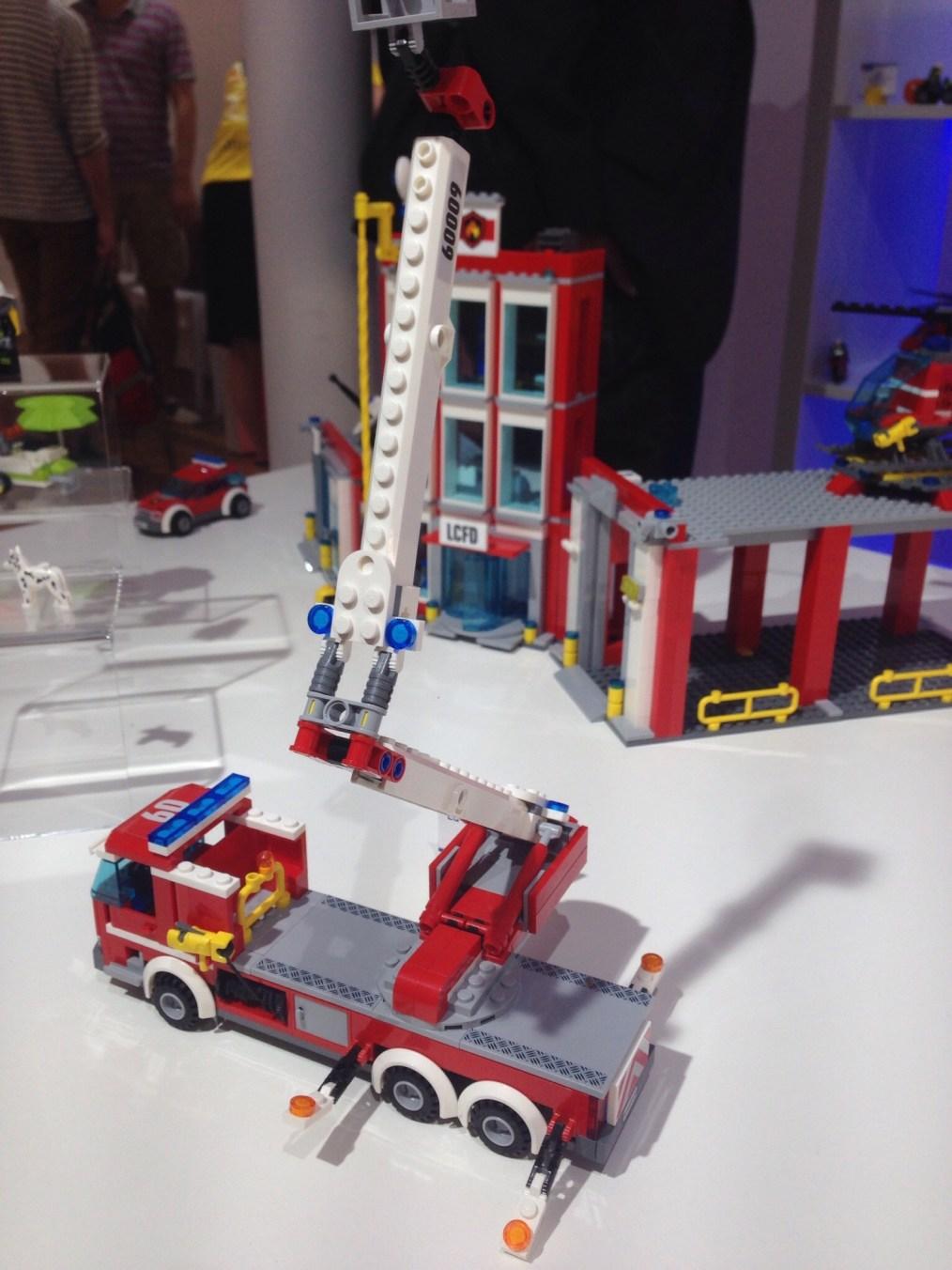 LEGO - Camion de pompiers avec échelle - Référence 60107 (environ 20 €)