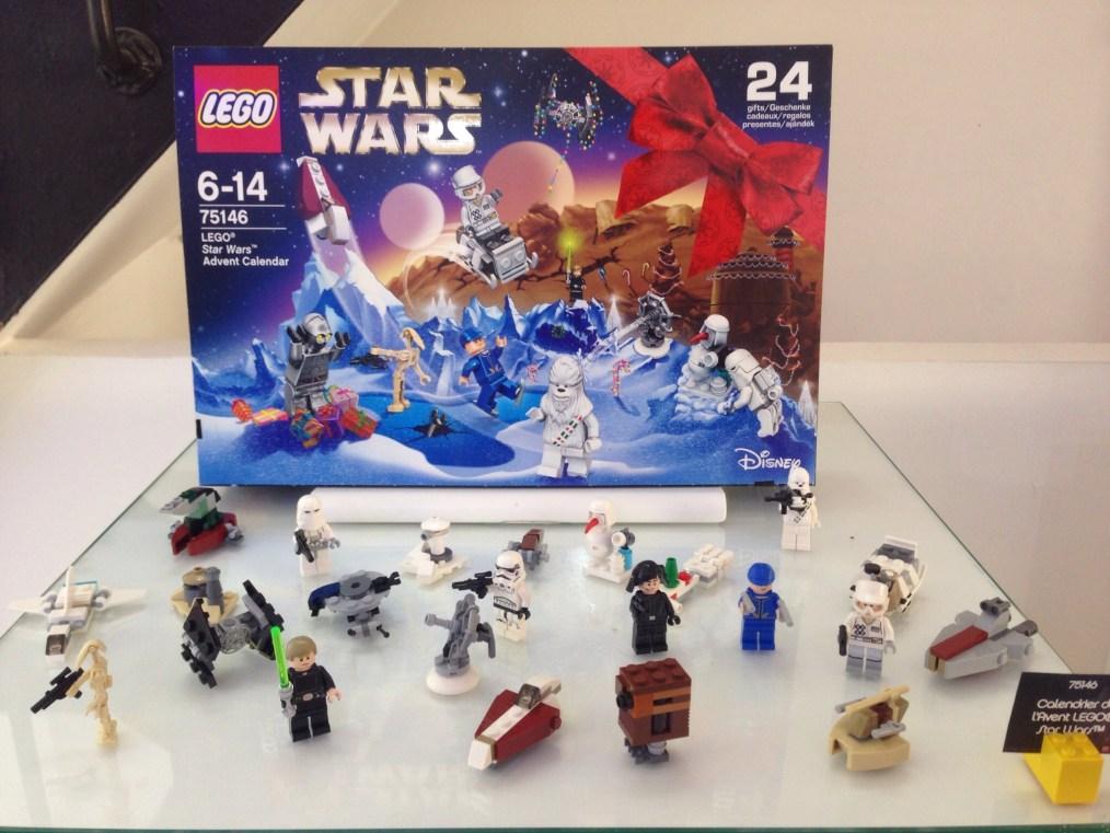 Calendrier de l'Avent Noel 2016 Star Wars (référence 75146) - Environ 35 €