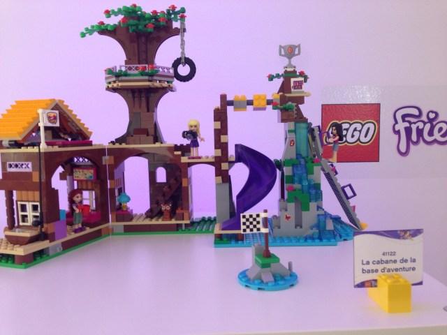 LEGO FRIENDS - LA CABANE DE LA BASE D'AVENTURE - Référence : 41122 (environ 75 €)