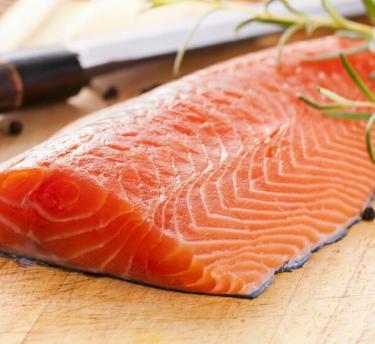 Filet de saumon Le marché aux poissons à Fécamp