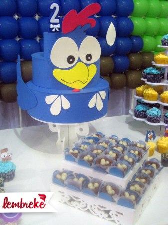 Cajuzinhos em forma de ninho e bolo de EVA