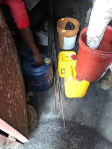 Haïti-Justice: Arrestation d'une dizaine de personnes en possession d'une cinquantaine de barils de carburant à Delmas 31 1