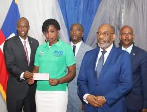 Haïti-Économie : Le président Jovenel Moïse accompagne des jeunes entrepreneurs du pays 2