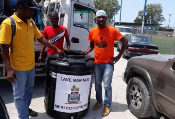 Haïti-Covid-19: Grande distribution de sceaux et de châteaux d'eau par la Mairie de Port-au-Prince. 1