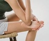 2. Du coude, frottez toute la base du pied