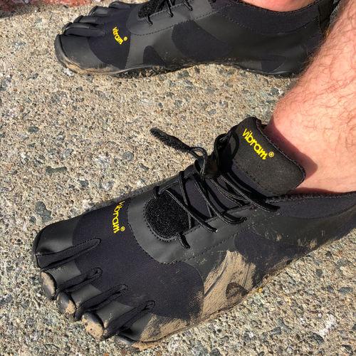 Vibram Five Fingers V-Alpha en course Trail