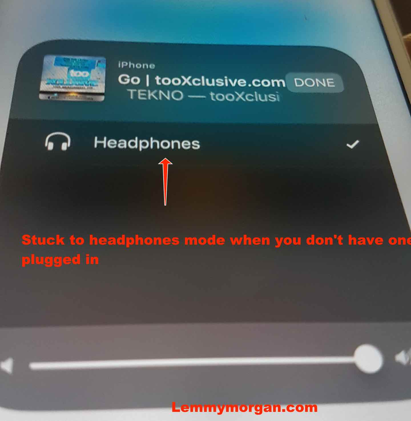 iPhone headphones showing while no headphones is connected