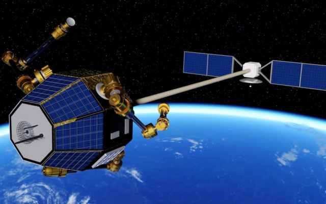 Aligning motorised dish to the arc of satellites