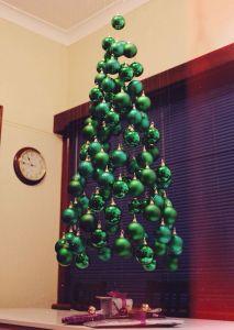 la forme? OK, la couleur? OK, les boules? OK, seule la structure est invisible, le tout, pour un sapin de Noël plein de magie et de surprises... ©2tout2rien