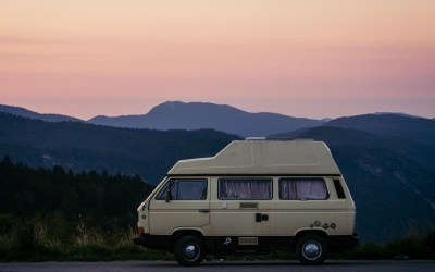 10 accessoires indispensables pour un road-trip en van