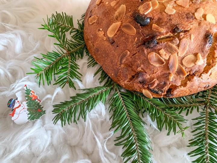 Vánoční mazanec s perníkovým kořením a pomerančovou kůrou