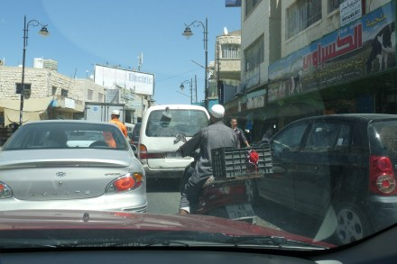 P1110476 karak parking