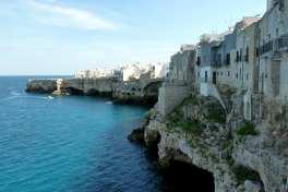 polignano cliffs