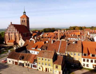 P1150595 reszel church village web