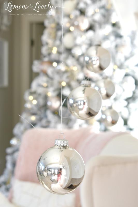 Christmas Mantel www.lemonstolovelys.com