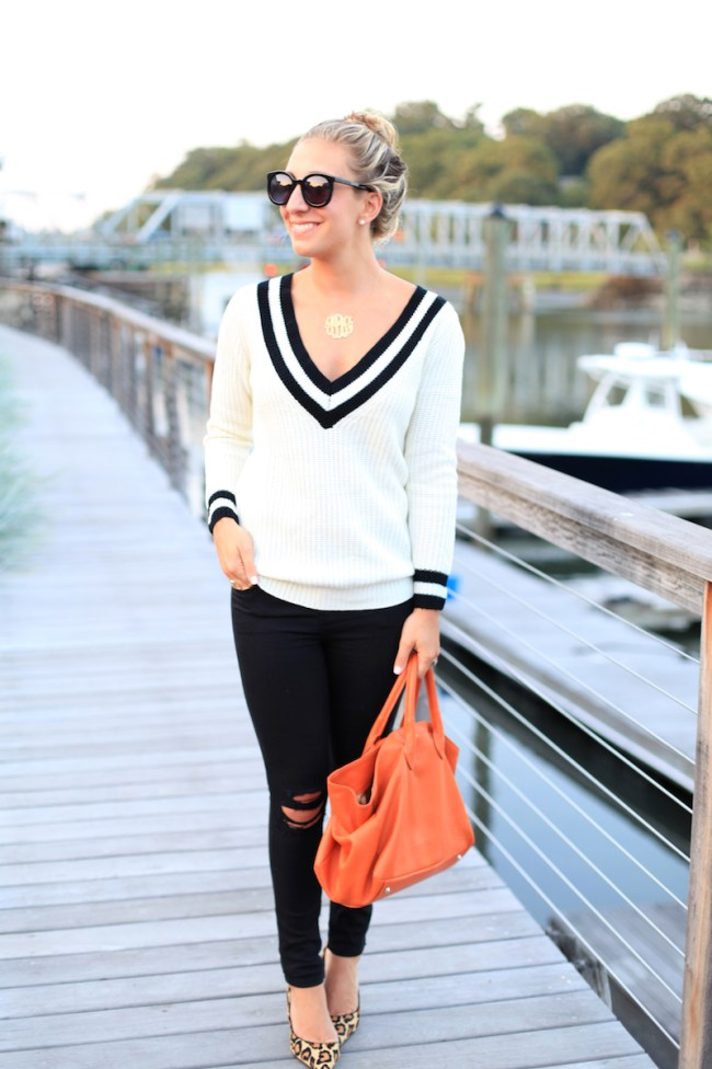V-Neck-Sweater